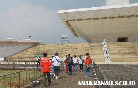 Monumen Nasional - Halaman Pelataran Monas