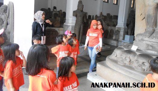 Museum Nasional - Tour Guide Kelompok Anak.1