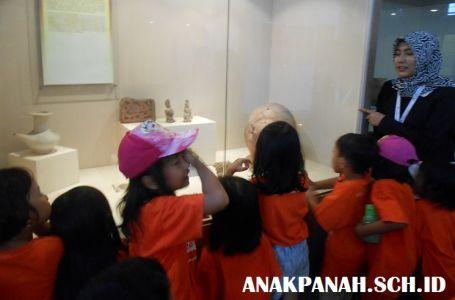 Museum Nasional - Tour Guide Kelompok Anak2