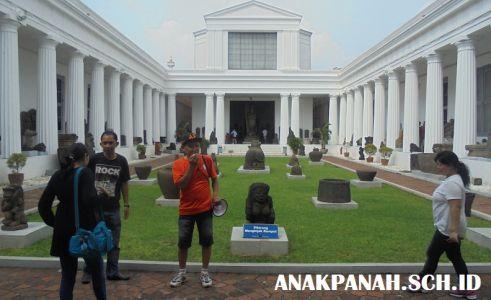 Museum Nasional - Ketua Rombongan Beraksi