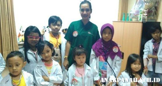 Belajar menjadi dokter cilik di RS Omni Internasional4